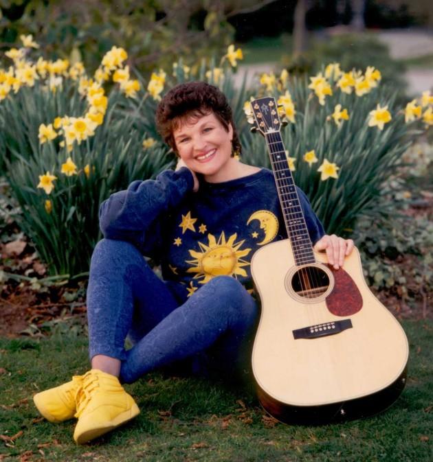 Charlotte Diamond with Guitar - Qu'il y ait toujours le soleil